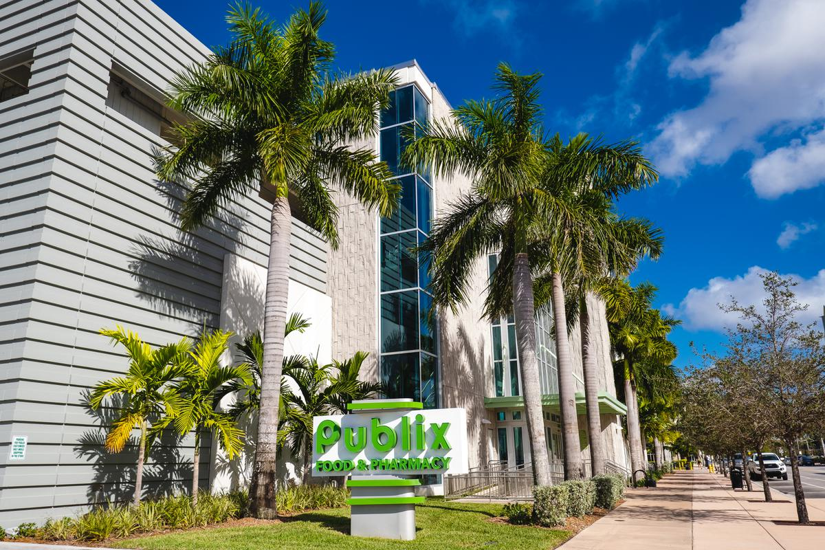 publix supermarket building in doral